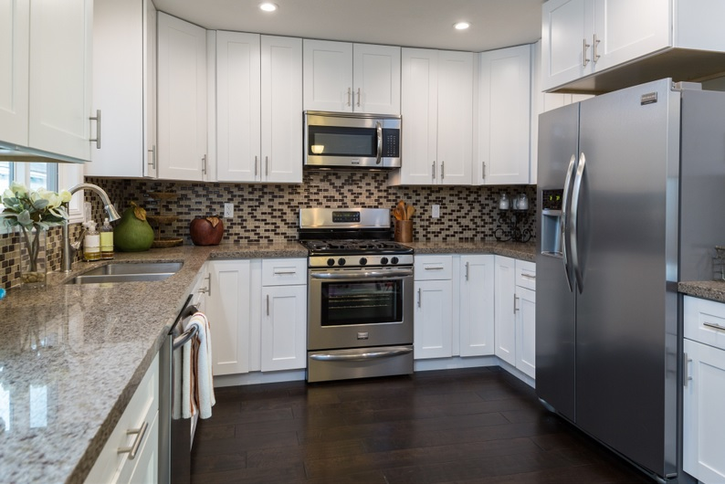 Kitchen Cabinets & Quartz Countertops in Scottsdale AZ